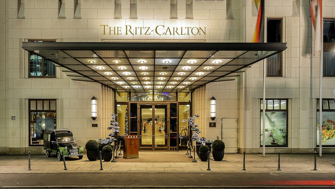 Hotel_Eingangsbereich-The_Ritz_Carlton-.jpg