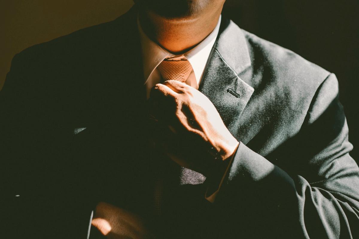 blog-successful-service-culture-man-in-suit.png