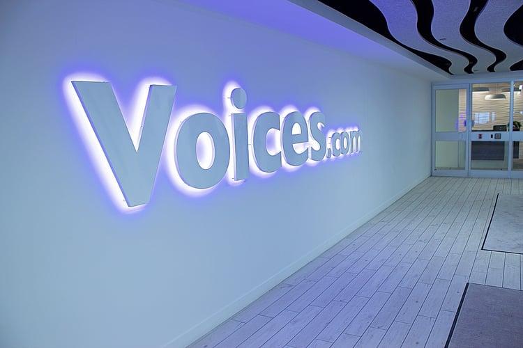 Voices.com-logo-corridor.jpg